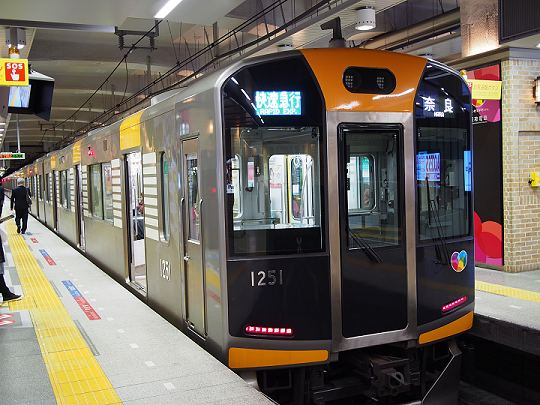 奈良行きの阪神本線快速急行