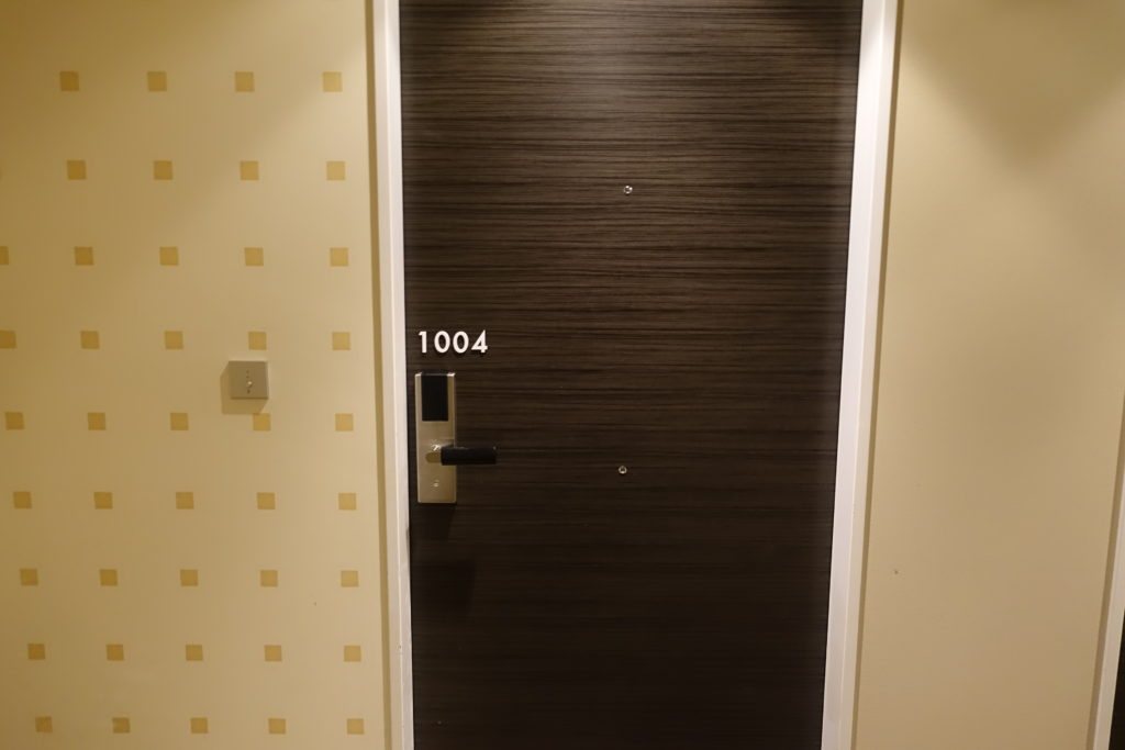 ホテルユニバーサルポートの部屋のドア