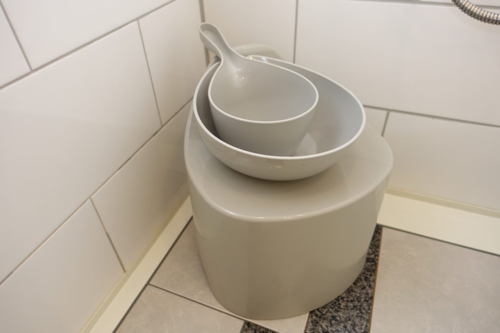 手桶、洗面器、椅子