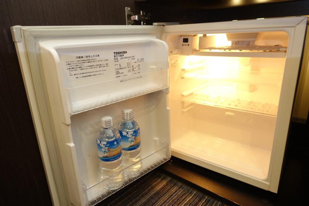 冷蔵庫で冷やしたミネラルウォーター