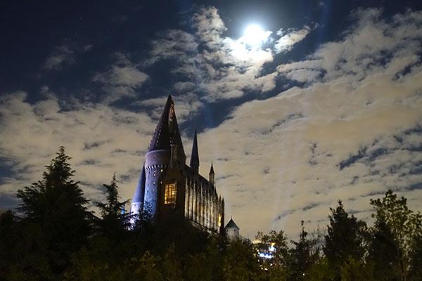 夜のホグワーツ城