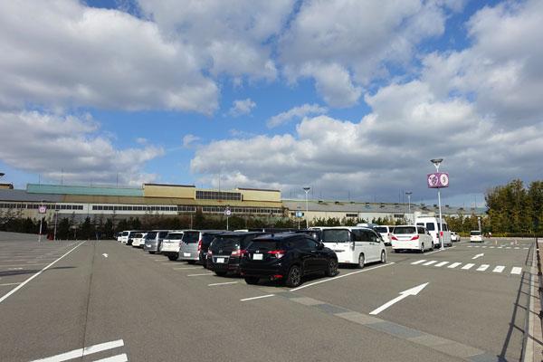 USJの平面駐車場
