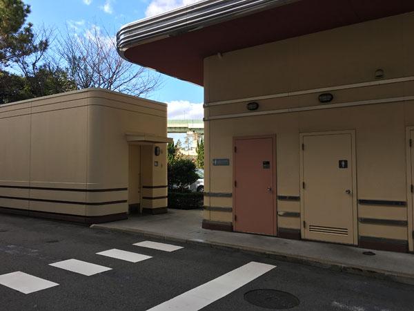 USJ駐車場内の身体障害者用トイレ