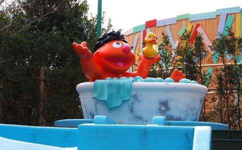 USJのアヒルのおもちゃで水遊び「アーニーのラバーダッキーレース」