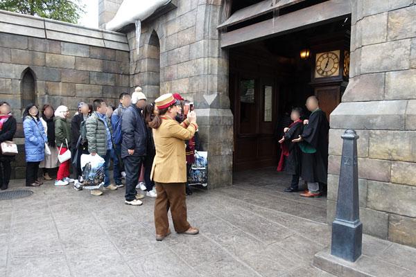 ホグワーツ特急の蒸気機関車で写真撮影