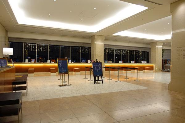 ホテル京阪ユニバーサルタワーのチェックインフロント