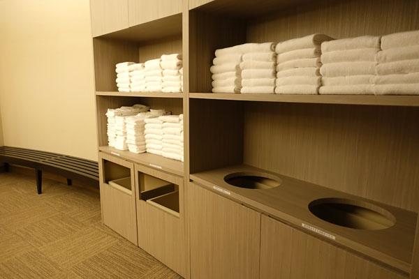 脱衣所にはタオルもバスタオルもたっぷり