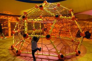 USJ ジャングルジムとトンネルの遊具「ビッグバードのビッグ・ネスト」