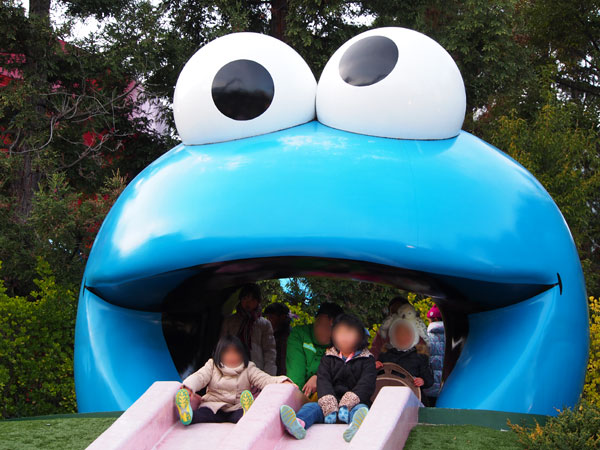 クッキーモンスタースライドは口から滑るだけ