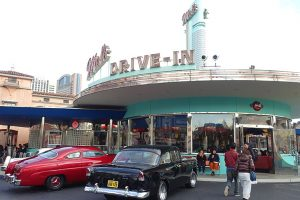 USJ「メルズドライブイン」は人気ハンバーガーレストラン!テイクアウトも可能!ビールも飲める!