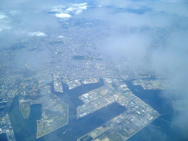 飛行機に乗り韓国ソウルから関西国際空港へ