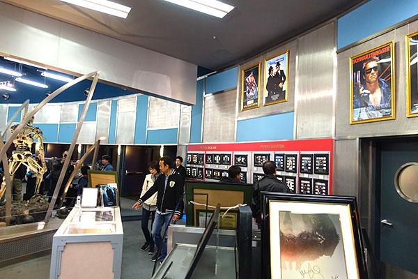 シネマギャラリーはユニバーサルスタジオスーベニアと店内がつながっている