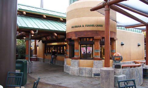 USJ「フォッシル・フュエルズ」はソフトクリームやフライドパンケーキが人気