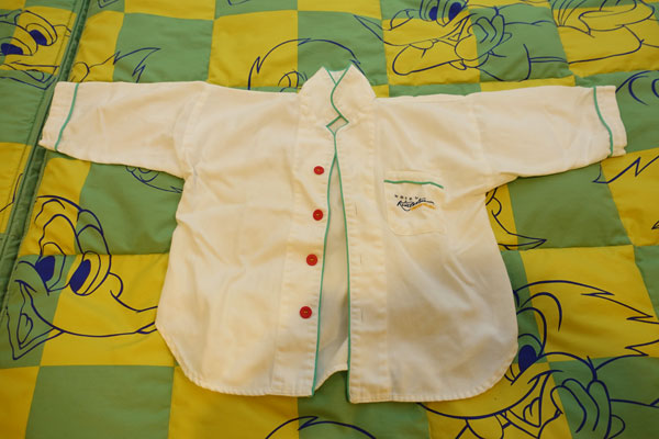 子ども用パジャマのシャツ
