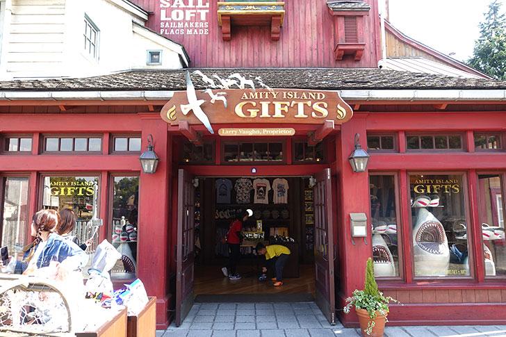 USJ「アミティ・アイランド・ギフト」はジョーズグッズの専門店