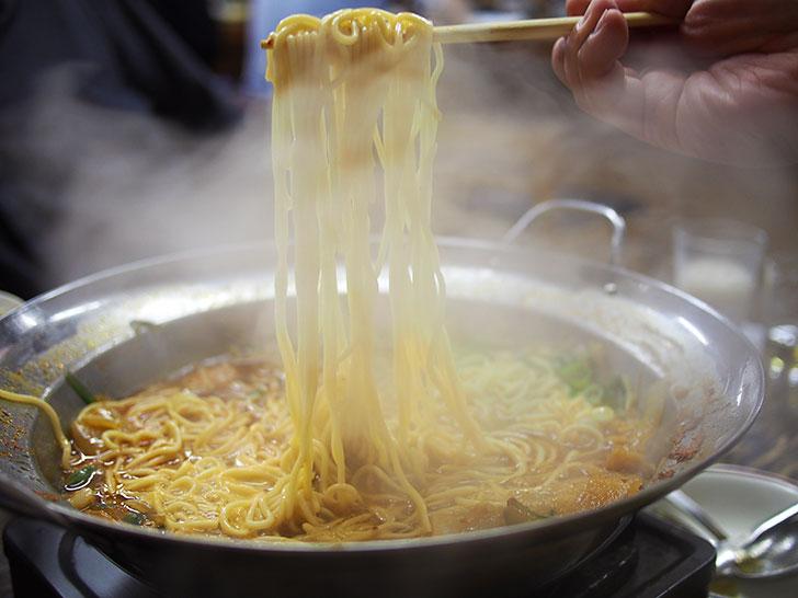 シメに中華麺を追加