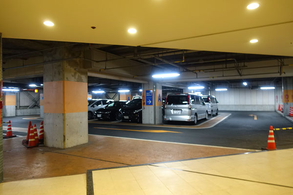 駐車場の可能駐車台数と天井高について