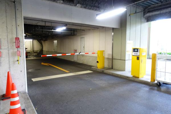 ホテル駐車場のゲートバー