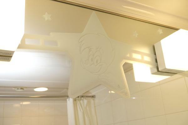 洗面台の鏡にもウィニー・ウッドペッカー