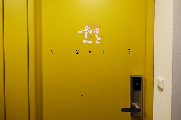 キャラクタールームのドアにもウッディ・ウッドペッカー