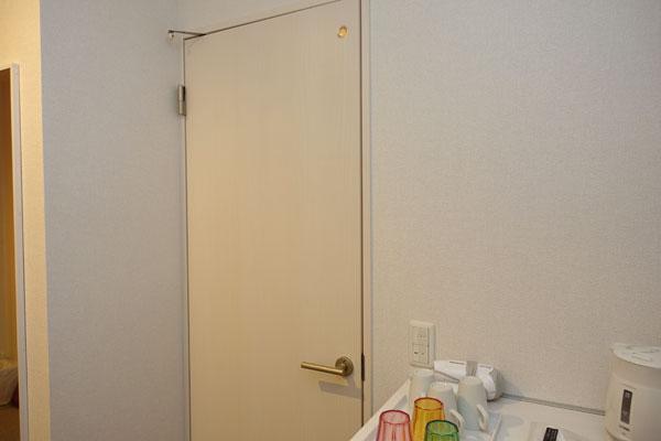 トイレはホテルの部屋に入ってすぐ