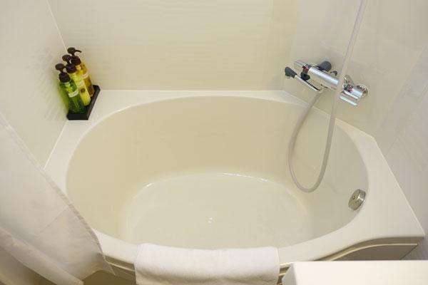 少し小さい浴槽