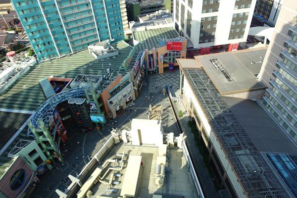 部屋からのユニバーサルシティウォークを見下ろす