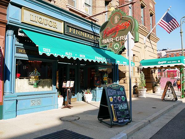 ハッピーアワー開催レストランの「フィネガンズ バー&グリル」