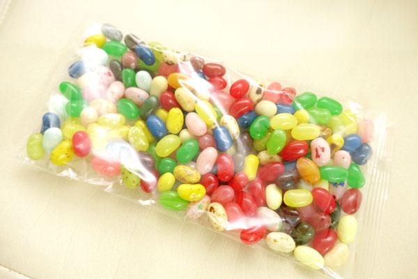 袋にジェリービーンズがたくさん