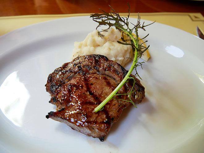 熟成肉のメイン料理