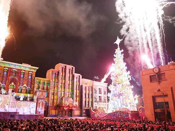 クリスマスツリーの点灯