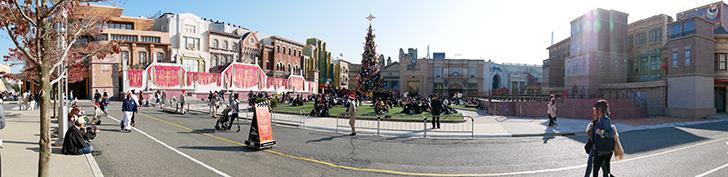 USJのクリスマスナイトショーの鑑賞エリアをパノラマ写真で