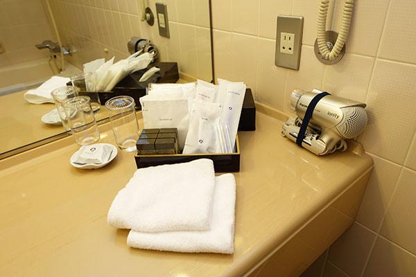 洗面台に用意されているホテルニューオータニ大阪のアメニティ
