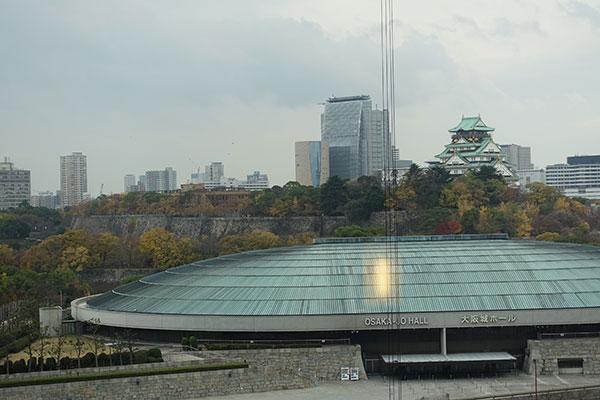 窓から見える大阪城