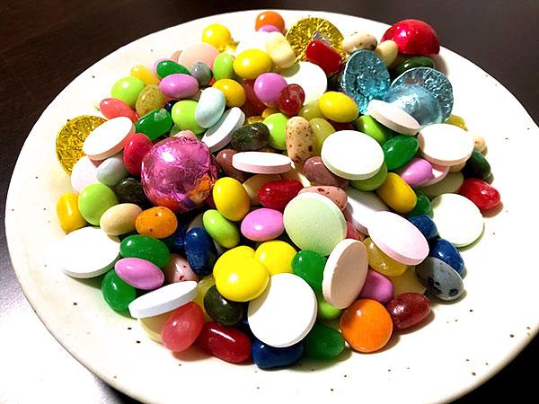 詰め放題したお菓子をお皿にだした写真