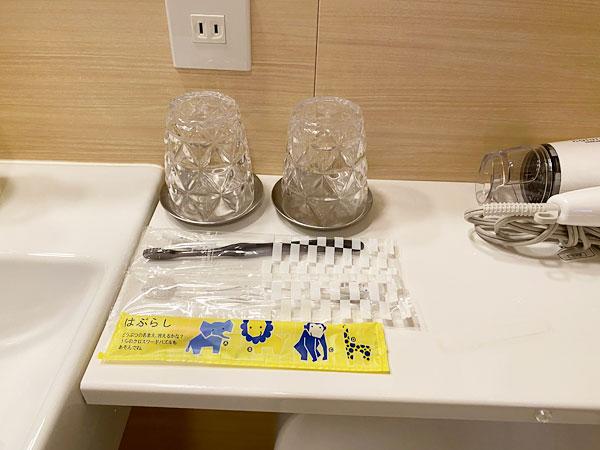 【USJシンギュラリホテル】コップと歯ブラシ