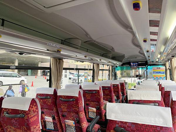 バスがホテル京阪ユニバーサウタワーに到着したところ