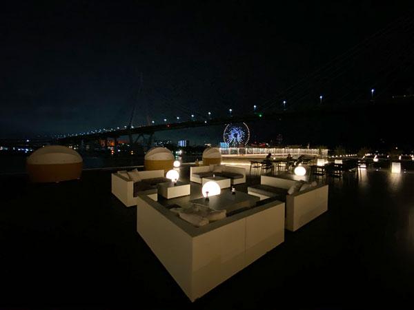 リーベルホテルのブリックサイドのテラス席からの夜景