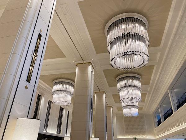 リーベルホテルロビー天井のシャンデリア