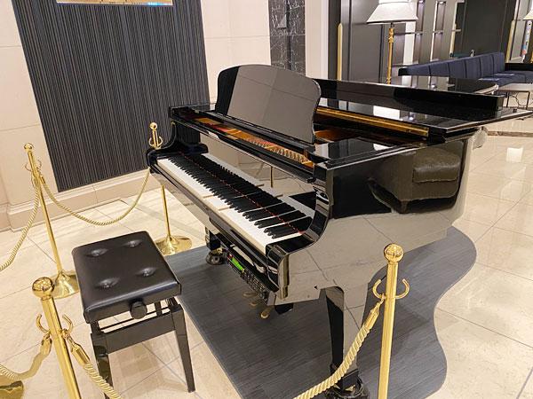 リーベルホテルロビーにおいてあるグランドピアノ