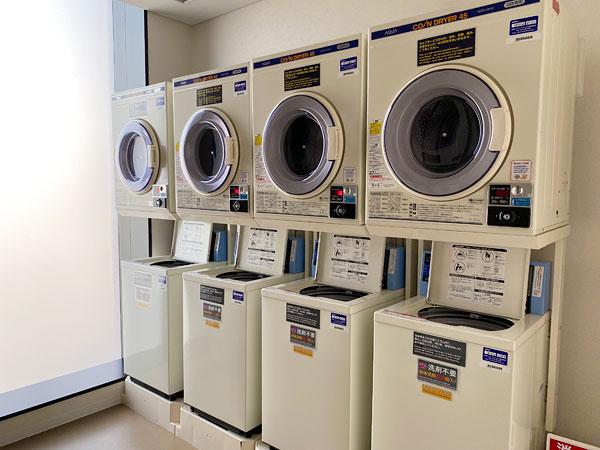 コインランドリーの洗濯機(リーベルホテル)