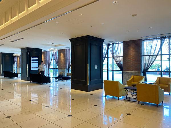 リーベルホテルの正面側にあるソファ