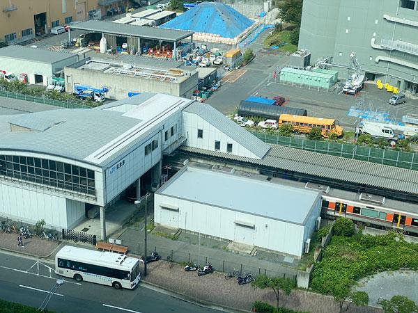 ホテル高層階からみたJR桜島駅