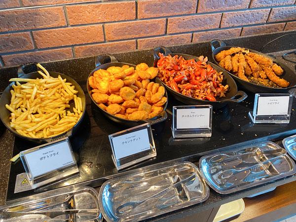【リーベルホテル朝食ブッフェ】ポテトフライ、チキンナゲット、タコさんウインナー、エビフライ