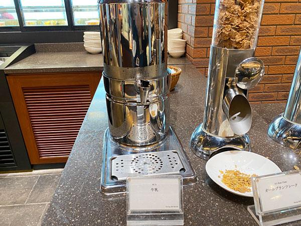 【リーベルホテル朝食ブッフェ】シリアル用の牛乳