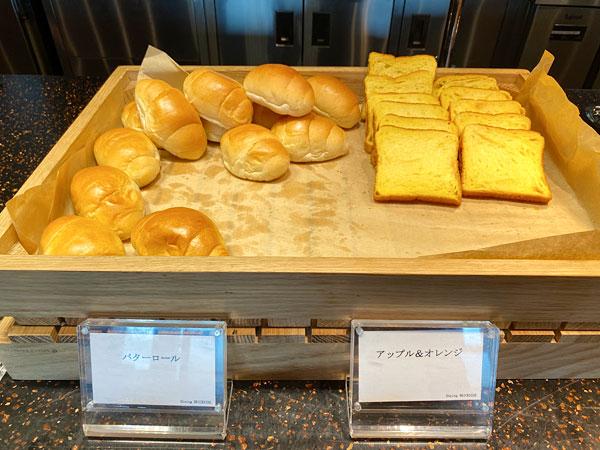 【リーベルホテル朝食ブッフェ】バターロール、アップル&オレンジ