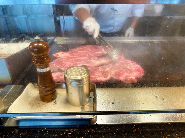 【リーベルホテル朝食ブッフェ】牛肩肉のミニッツステーキ