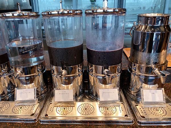 【リーベルホテル朝食ブッフェ】ミネラルウォーター、アイスコーヒー、グレープジュース、牛乳