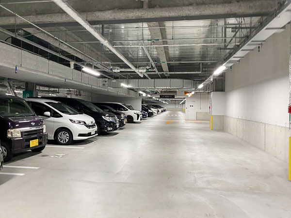 リーベルホテルの屋内立体駐車場