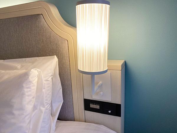 【リーベルホテルの部屋】ヘッドボードの照明